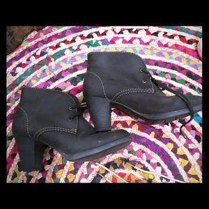 Like New Black Leather Clarks